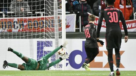 Momen gol Arsenal ke gawang Ostersunds FK yang dicetak oleh Nacho Monreal. - INDOSPORT