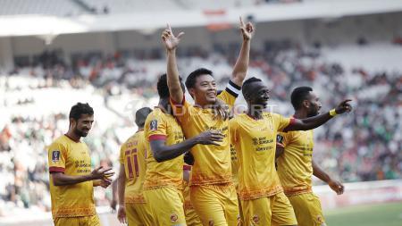 Selebrasi Hamkah Hamzah usai mencetak gol kedua untuk Sriwijaya FC. Harry Ibrahim - INDOSPORT