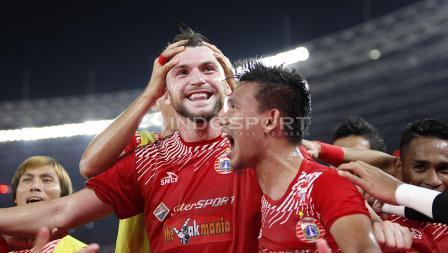 Marko Simic merayakan gol yang dicetaknya ke gawang Bali United bersama rekan-rekan setimnya.