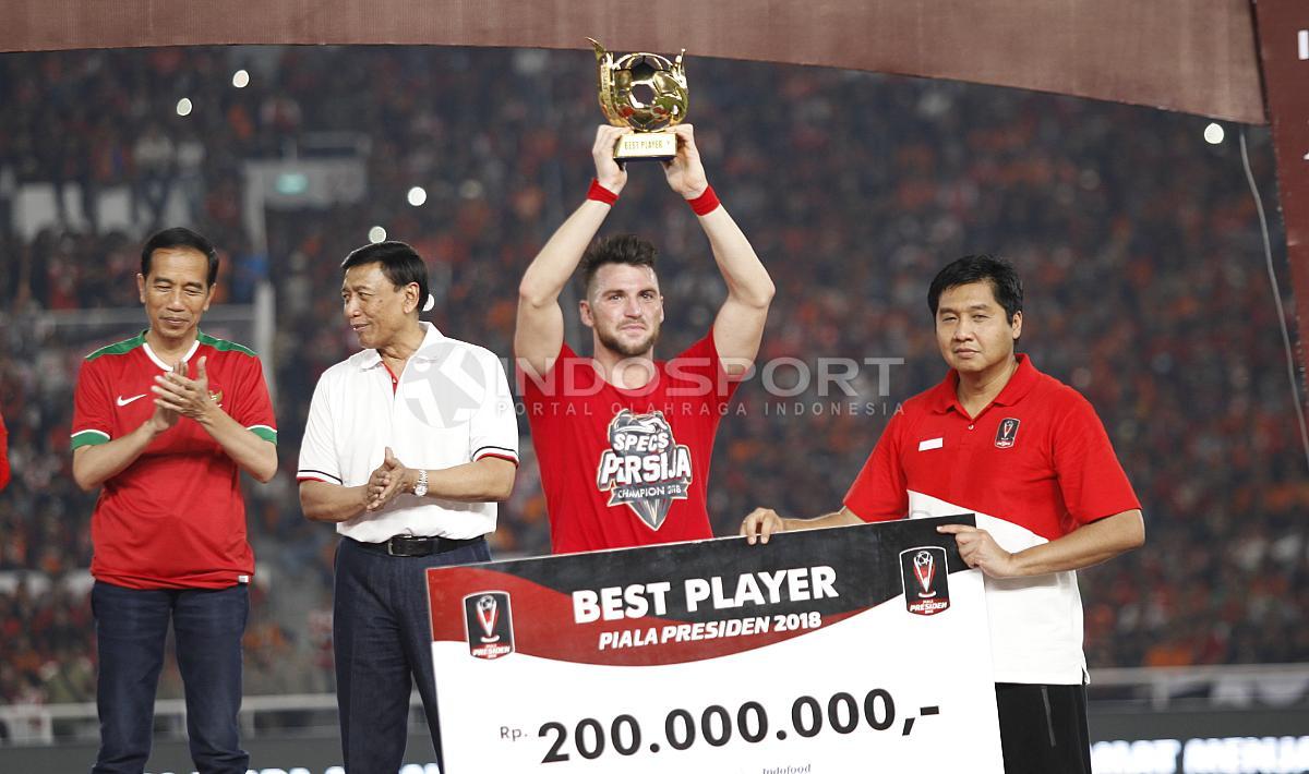 Marko Simic menyabet gelar individu Pemain Terbaik Piala Presiden 2018. Copyright: Herry Ibrahim/INDOSPORT