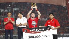 Indosport - Marko Simic menyabet gelar individu Pemain Terbaik Piala Presiden 2018.