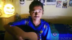 Indosport - Bobotoh yang menyanyikan lagu Persija