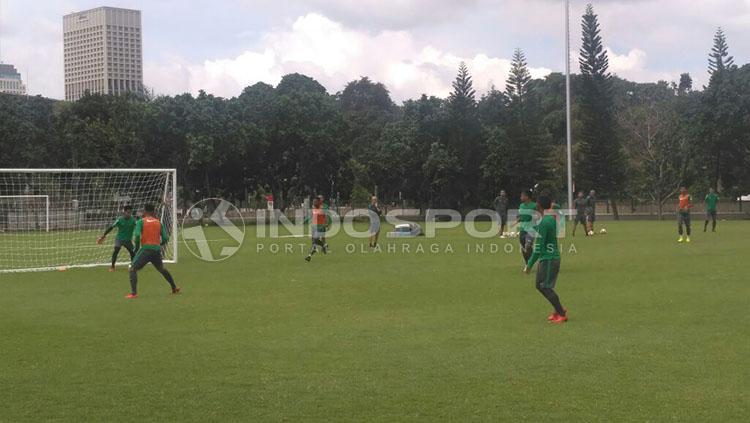 Latihan Timnas U-23 di Lapangan ABC Copyright: Petrus Manus Da Yerrimon/INDOSPORT