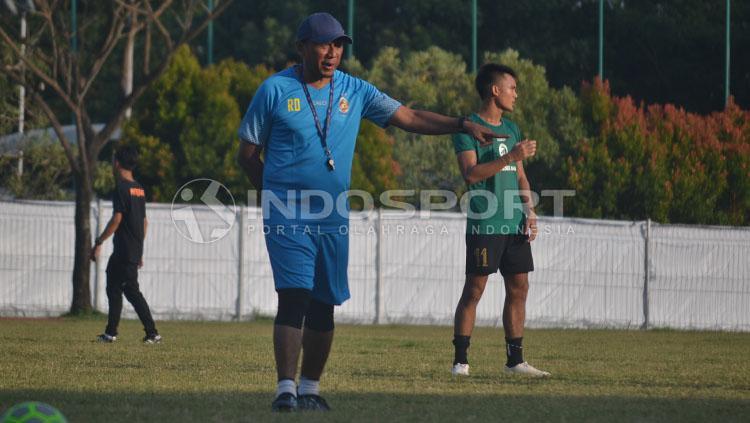 Rahmad Darmawan dalam sesi latihan Sriwijaya FC. Copyright: INDOSPORT/Muhammad Effendi