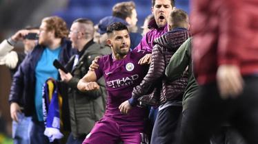 Sergio Aguero pada laga saat melawan Wigan Athletic. - INDOSPORT