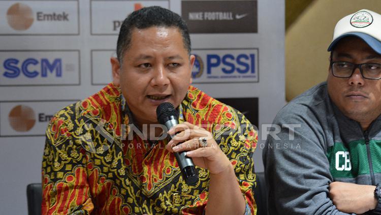 Wisnu Wardhana (kiri), Wakil Wali Kota Surabaya. Copyright: Fitra Herdian/INDOSPORT