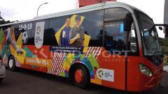 Indosport - Bus Khusus untuk Media Peliput Asian Games di Palembang.