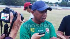 Indosport - Rahmad Darmawan saat ditemui awak media usai latihan.