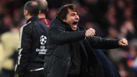 Aksi selebrasi Antonio Conte setelah Willian cetak gol.