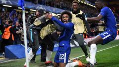 Indosport - Aksi selebrasi Willian usai mencetak gol ke gawang Barcelona pada menit ke-62.