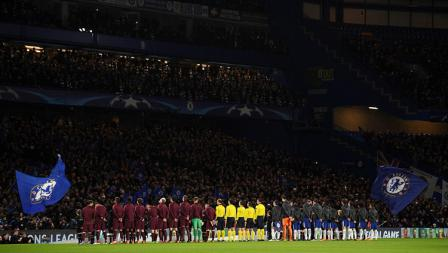 Kedua tim sebelum kick off pada laga Liga Champions.