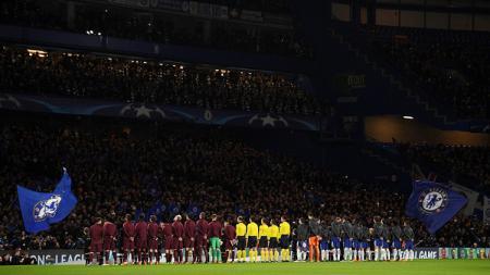 Kedua tim sebelum kick off pada laga Liga Champions. - INDOSPORT
