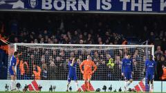 Indosport - Jelang bertemu di lapangan, Barcelona dan Chelsea saling serang di media sosial.
