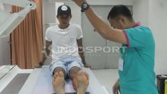 Indosport - Mardiono saat melakukan tes medis di RS SPH, Selasa (20/02/18).