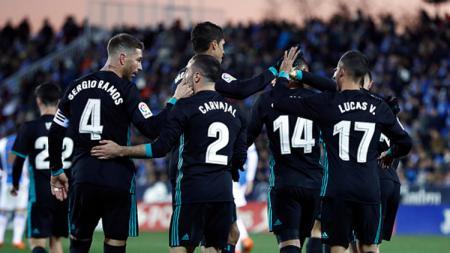 Pemain Real Madrid melakukan selebrasi. - INDOSPORT
