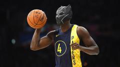 Indosport - Victor Oladipo gunakan topeng Black Panther pada kontes NBA Slam Dunk.