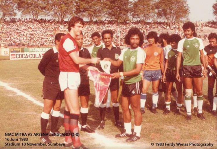 Niac Mitra vs Arsenal Copyright: Uncommonly Genius