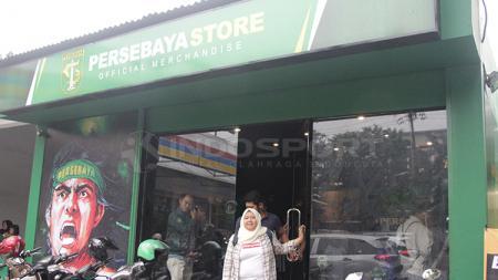 Istri Azrul Ananda, Ivo Ananda, menjadi bintang tamu di sesi HalfTimeSession PSIM Yogyakarta dan membagikan resep sukses Persebaya Store. - INDOSPORT