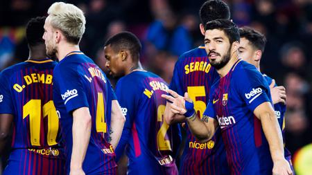 Pemain Barcelona usai merayakan gol Luis Suarez. - INDOSPORT
