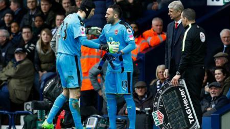 Petr Cech dan David Ospina, 2 kiper Arsenal. - INDOSPORT