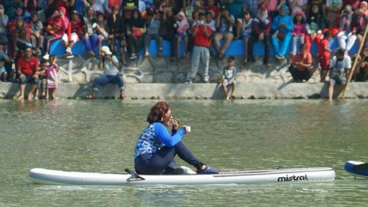 Menteri Susi Pudjiastuti di Danau Sunter. Copyright: Internet