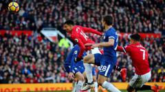 Indosport - Sundulan Jesse Lingard yang menembus gawang Chelsea.