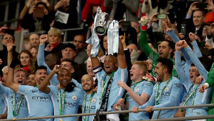 Man City juara, Kompany mengangkat Piala Liga Inggris Copyright: Getty Image