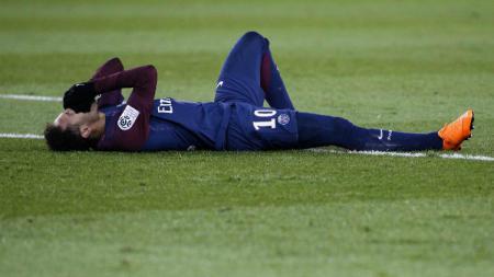 Neymar mengalami cedera di pertandingan PSG vs Marseille. - INDOSPORT