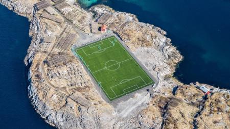 Henningsvaer Stadion. - INDOSPORT