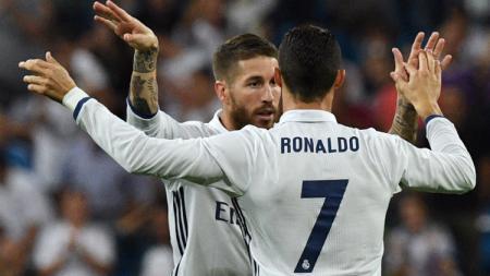 Cristiano Ronaldo dan Sergio Ramos merayakan gol - INDOSPORT