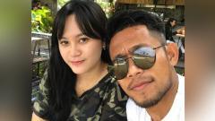 Indosport - Kebersamaan Andik Vermansah dan Silvia Anggun di salah satu tempat makan.