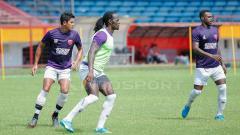 Indosport - PSM Makassar saat jalani latihan.