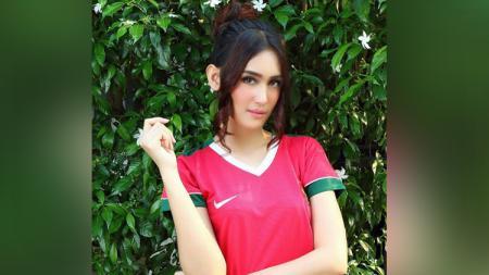 Intan Saumadina merupakan presenter Sepakbola Liga 1 dan Liga 2. - INDOSPORT