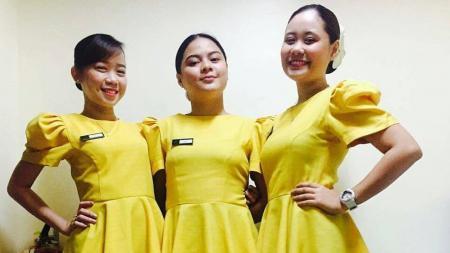 Para pegawai hotel cantik tempat di mana Global Cebu FC menginap sampai terpesona dengan sosok-sosok mereka. - INDOSPORT