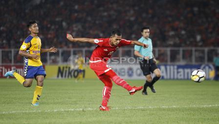 Salah satu peluang yang diciptakan Persija Jakarta di laga melawan Tampines Rovers.