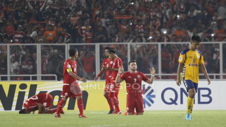 Sujud syukur pemain Persija Jakarta setelah menang 4-1 atas Tampines Rovers.