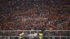 Indosport - Jakmania tidak pernah berhenti memberi semangat Persija Jakarta saat melawan Tampines Rovers.