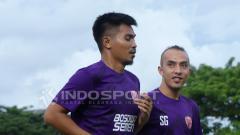 Indosport - Rachmat Latief dan Muhammad Fauzan di sesi latihan PSM Makassar