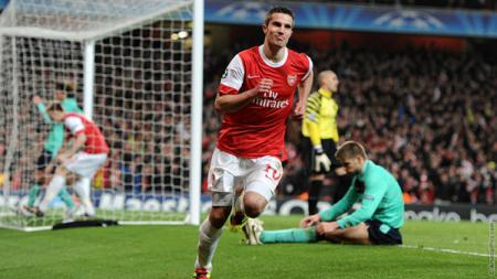 Robin van Persie merayakan golnya untuk Arsenal. - INDOSPORT