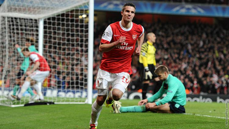 Robin van Persie merayakan golnya untuk Arsenal Copyright: ArsenalPics.com