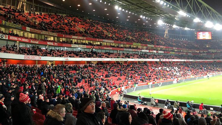 Kursi kosong di Stadion Emirates. Copyright: Mirror.co.uk