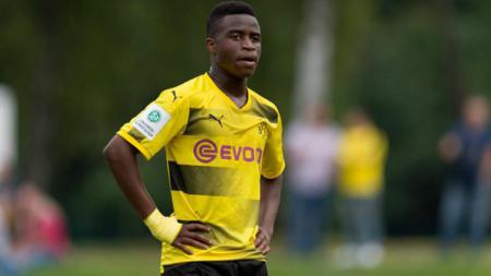 Youssoufa Moukoko, pemain muda milik Borussia Dortmund U-17. - INDOSPORT