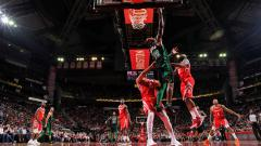 Indosport - Boston Celtics vs Houston Rockets.