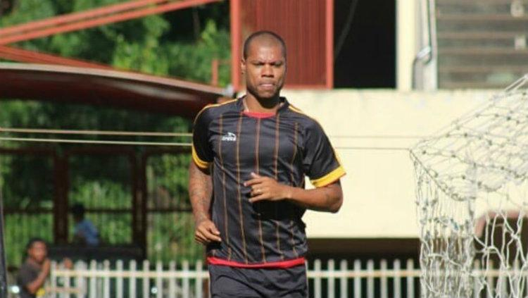 Hilton Moreira saat latihan. Copyright: infopersipura.com