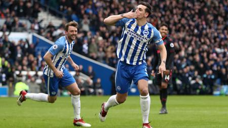 Bek Brighton, Lewis Dunk, menjadi incaran Chelsea untuk mengatasi solusi lini belakang klub Liga Inggris tersebut yang kerap kalah duel udara. - INDOSPORT