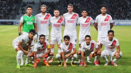 Rasyid Bakri (tengah bawah) bersama skuat PSM Makassar di tahun 2017 - INDOSPORT