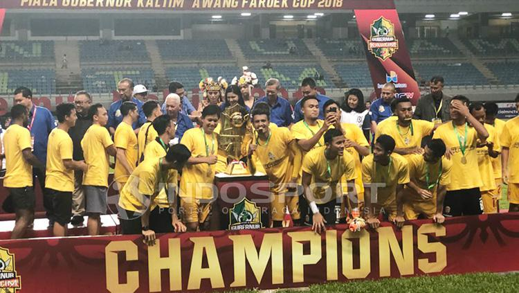 Selebrasi Sriwjaya FC usai berhasil menjuarain Piala Gubernur KAltim 2018. Copyright: Muhammad Effendi./INDOSPORT