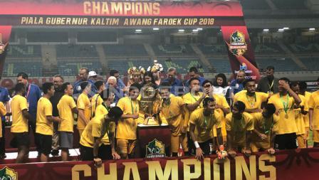 Potret Sriwijaya FC juara Piala Gubernur Kaltim 2018 usai mengalahkan Arema FC.