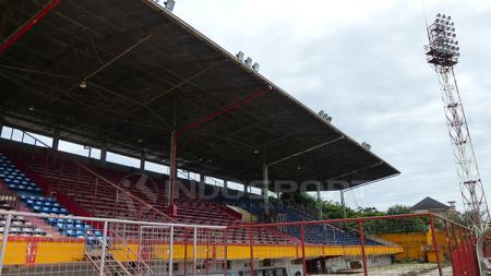 Penerangan lampu di Stadion Andi Mattalatta Mattoanging bisa segera dibenahi. - INDOSPORT