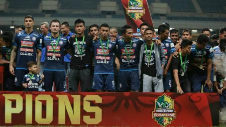 Skuat Arema FC saat penyerahan gelar runner-up Piala Gubernur Kaltim - INDOSPORT